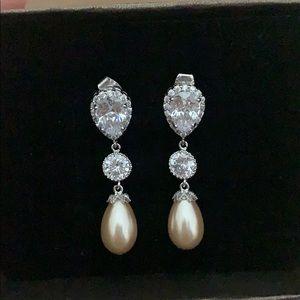 Bridal Earrings - Light Champagne Tear Drops